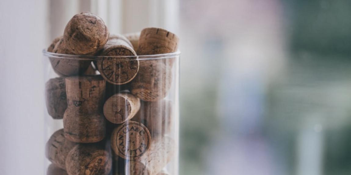 Które zamknięcie wina wybrać? Butelkę na zakrętkę czy z korkiem?