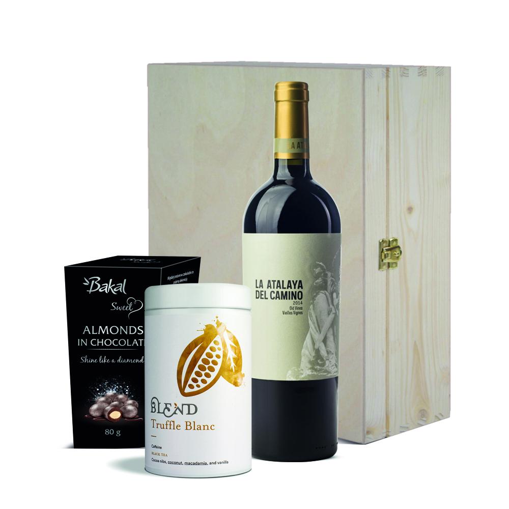 Zestaw świąteczny - wino, czekoladki, herbata